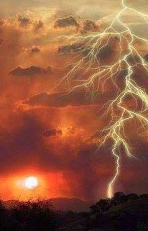 Lightning Crashes by GustavoBuenoV