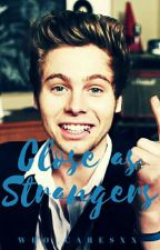 Close As Strangers (Luke Hemmings) by who_caresxx