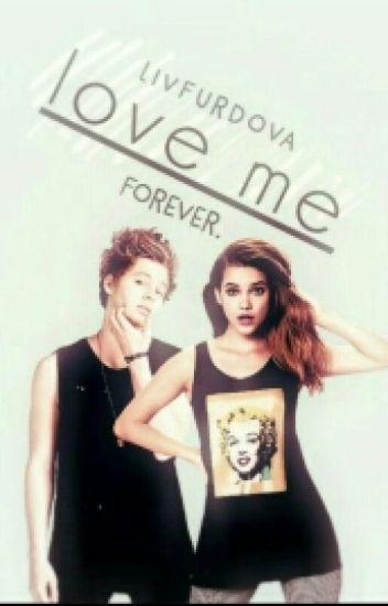 Love me! {Luke Hemmings SK}