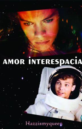 Amor interespacial by Hazzismyqueen