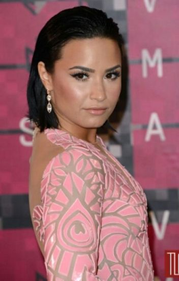 Temptations (Demi Lovato lesbian fanfic)