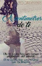 A centímetros de Ti  by MiedoInexistente