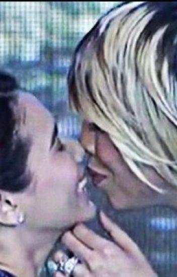 Torn between two lovers. (Vicerylle)