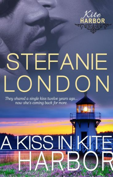 A Kiss in Kite Harbor (Kite Harbor #0.5) [COMPLETE]