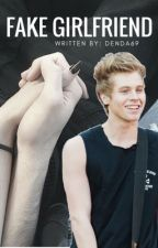 Fake girlfriend // luke hemmings by Denda69