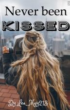 Never been kissed- ON HOLD by Lea_May213