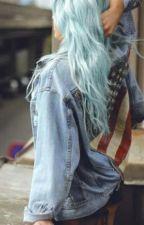 A Garota De Cabelo Azul by garotadeouro