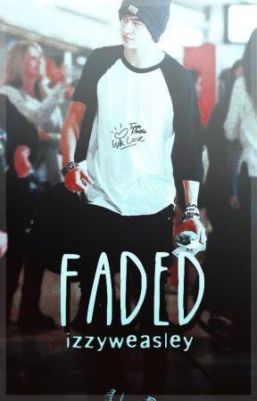 FADED ~ Calum Hood |PAUSADA| by IzzyWeasley