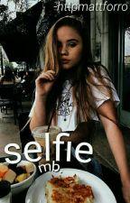 ✧ Chica selfie; mb ✧ by ChxndlerBae-