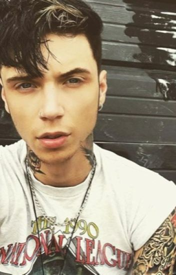 The interview Andy biersack x reader (love story)