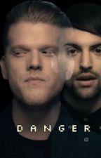 Danger (Scomiche) by scotthoysing