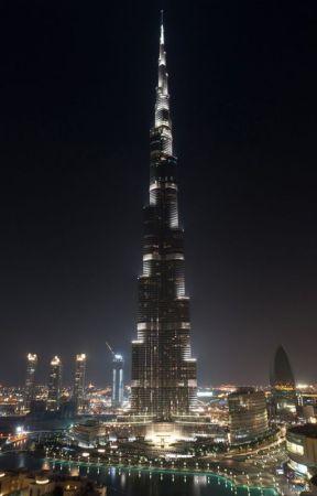 Mister Carmona goes to Dubai by CarlosPaezS