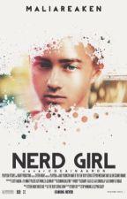 NERD GIRL  by maliareaken