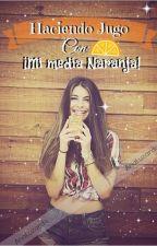 Haciendo jugo con mi media naranja by AnaLuzardo