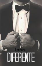 Diferente. by Leedora_