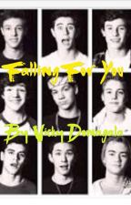 Falling for you (an old magcon fanfiction)  by VickyDomagala