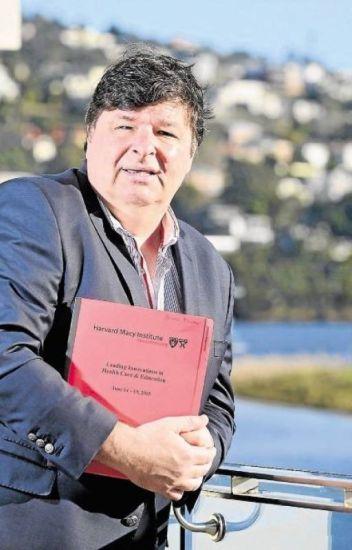 Dr Rowan Molnar