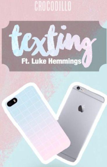 Texting || Luke Hemmings [VOLTOOID]