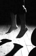 Con las piernas colgando en el balcón by DigitalBounce