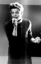 One Direction's Water girl (A Louis Tomlinson Fan Fiction) by DikteVillkitt