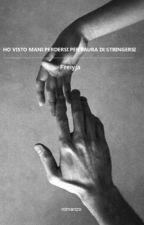Ho visto mani perdersi per paura di stringersi by Freiyja
