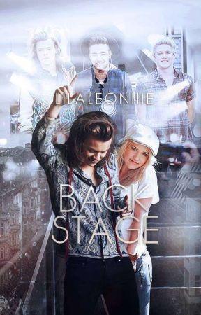 Backstage by LiLaLeoniiie