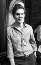 Evan Peters'a Sor by worshipforharry