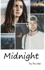 Midnight | l.h. (zawieszone) by Beushx