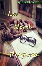 La Nerd Perfecta by lepetitcochon