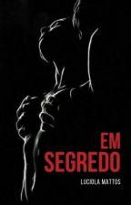 Em segredo. by LuciolaBarbosa