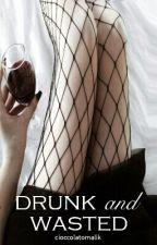 Drunk and wasted [Luke Hemmings] by cioccolatomalik