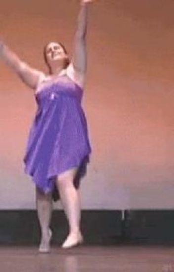 Гифки смешно танцует