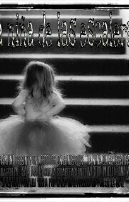 la niña de las escaleras